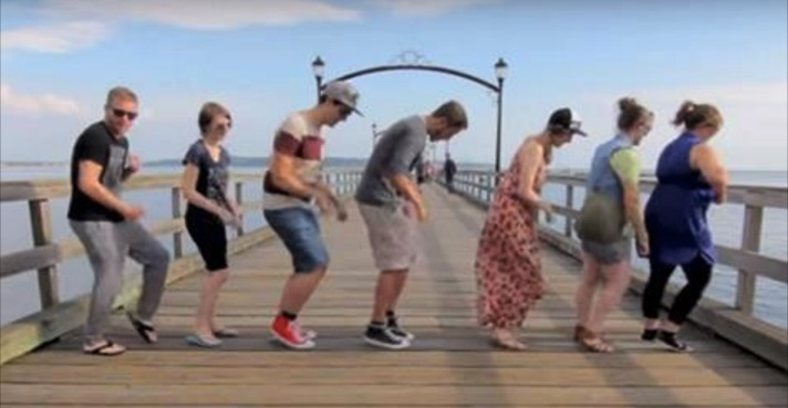 Er sprach 100 Fremde an und fragte sie, ob sie mit ihm tanzen – das Resultat ist unglaublich