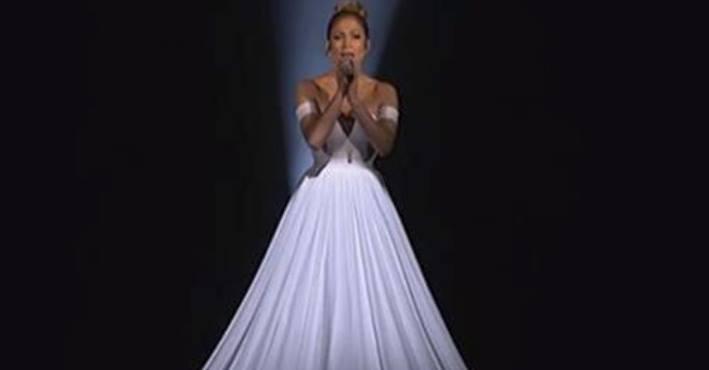 Das Kleid von Jennifer Lopez sieht normal aus – aber warte, bis die Kamera herauszoomt!