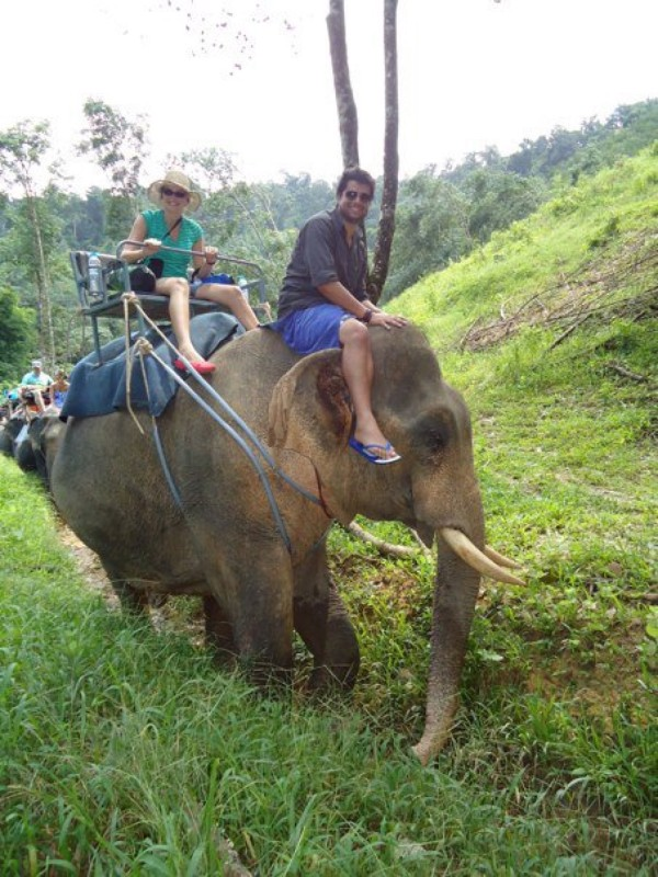 Video: Tierschützerin rettet missbrauchte Elefanten.