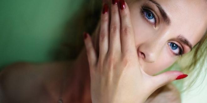 Warum Empathen sich seltsam verhalten um unauthentische Menschen herum