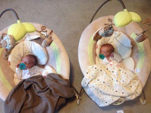 Die Zwillinge befinden sich in derselben Gebärmutter – als sie geboren werden, ist es im gesamten Raum still