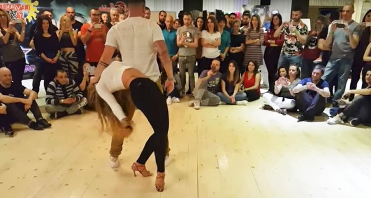 Alle wurden sprachlos, als dieses Paar auf die Bühne kam. Ein atemberaubender Tanz!