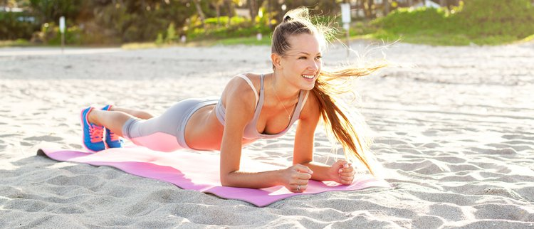 Wie Planks den Körper beeinflussen
