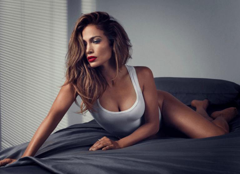 Jennifer Lopez hat über das Geheimnis ihrer ewigen Jugend gesprochen. Möchten Sie wissen, wie man im Alter 48 wie eine 35-jährige sieht?