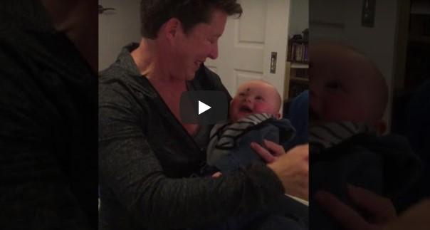 Das Baby hat das ansteckenste Lachen, was wir je gehört haben