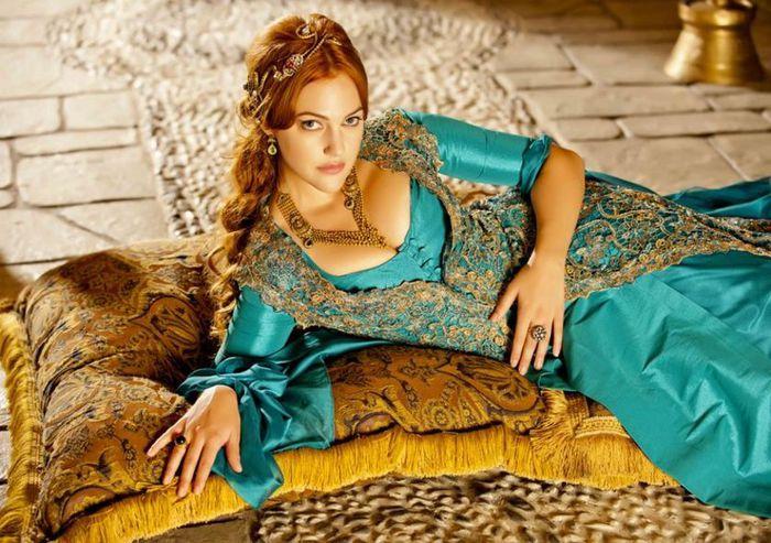 Meryem Uzerli hat ihre Fotos ihrer Jugend veröffentlicht. Die Fans haben die Schauspielerin nicht erkannt!