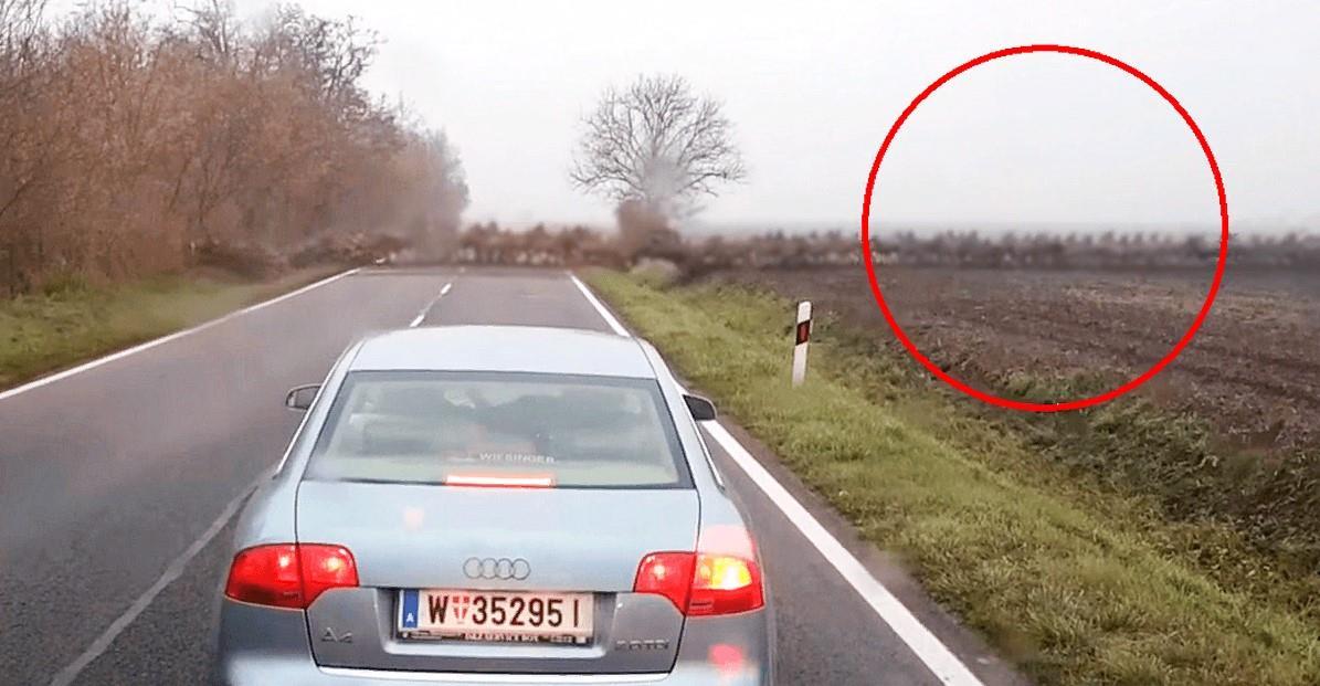 Sie fuhren eine leere Autobahn entlang, plötzlich erschien es! Sie werden sich lange an diese Reise erinnern!
