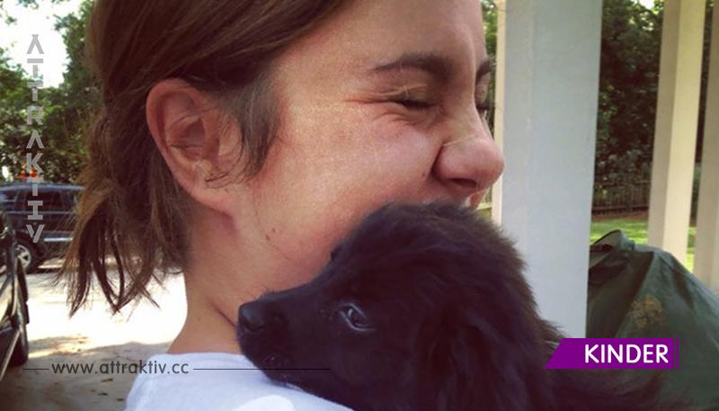 16 Herrchen halten zum 1. Mal ihren Hund in den Armen.
