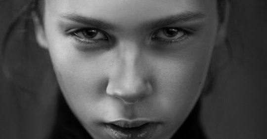 Böse Menschen: 10 Zeichen, dass ein Mensch dir bewusst