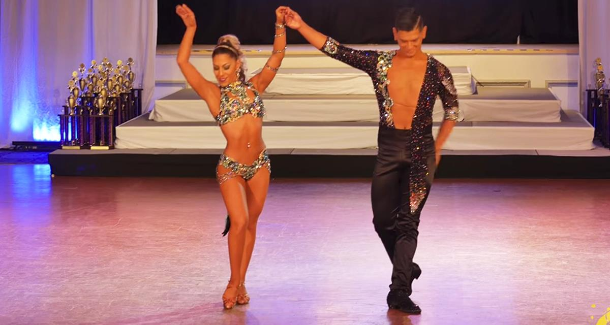 Das Publikum hörte auf zu atmen, als dieses Paar auf die Bühne kamm. Brandsalsa!