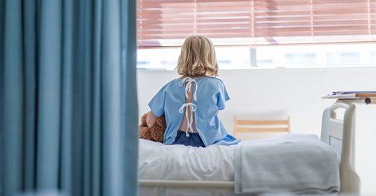 Evalyn (8) kämpft um ihr Leben – weil andere Eltern ihre kranken Kinder in die Schule schickten