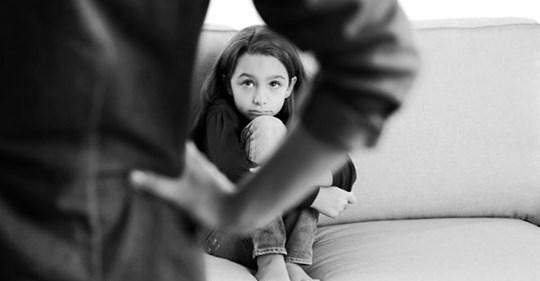 Narzisstische Mütter: So sehr leiden die Töchter