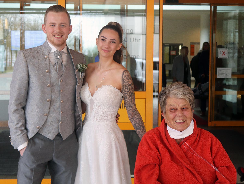 Keine Hochzeit ohne Oma: Paar aus Bayern heiratet kurzfristig im Krankenhaus