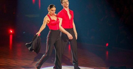 Let's Dance-Profitänzerin Renata Lusin Sie stürzte aus drei Metern Höhe