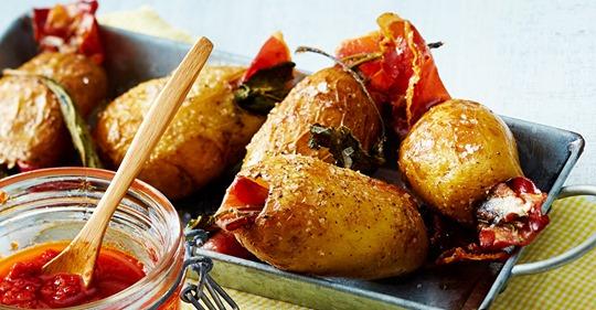 Gefüllte Bratkartoffeln mit roter Mojo