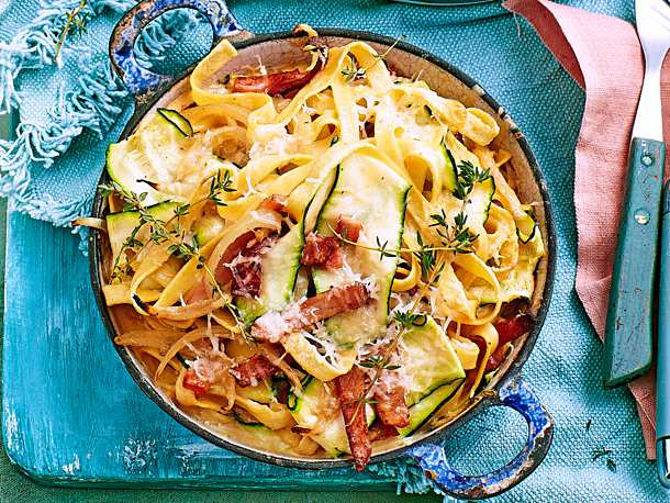 Blitzschnelle Zucchini Bacon Pasta