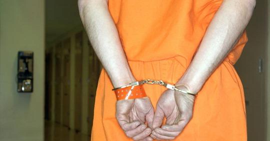 Mutmaßlicher Vergewaltiger kommt wegen Corona aus U-Haft frei und erschießt sein Opfer