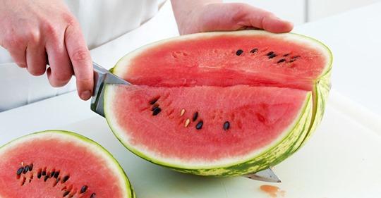 Wassermelone schneiden - so einfach geht's