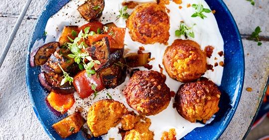 Crunchy Linsen-Falafel mit Joghurtdip