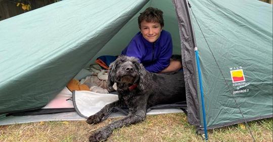 Rick würde das lieben Für verstorbenen Freund: 10-jähriger Max schläft seit einem halbem Jahr im Zelt