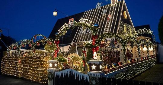 Seit 20 Jahren: Familie schmückt Haus mit 60.000 Weihnachtslichtern