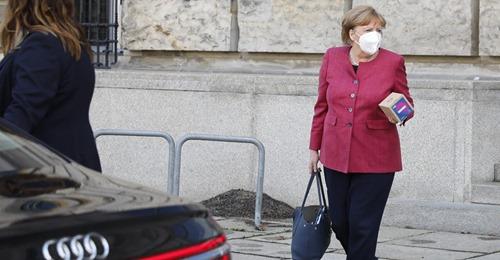 IHR NAME STAND FÜR HEUTE AUF DER LISTE Merkels Impftermin offenbar verschoben