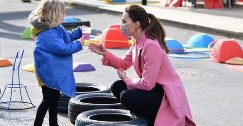 Herzogin Kate Pretty in Pink   Bei Asos findest du ihren Mantel für unter 30 Euro