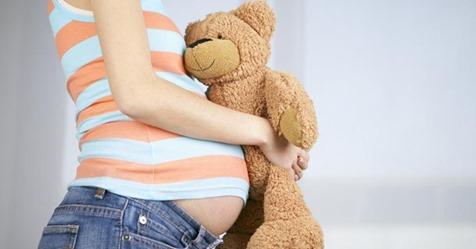 Britin lässt sich Eierstöcke entfernen - doch kurz vor OP wird Schwangerschaft entdeckt