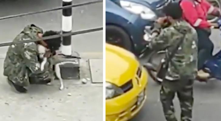 Armer junger Mann umarmt seinen Hund, nachdem er vor einer Ampel aufgetreten ist: Er war niedergeschlagen und verzweifelt