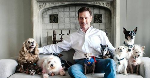 Ungewöhnliche Senioren WG Mann adoptiert Tierheim Tiere, die keiner will – und schenkt ihnen einen liebevollen Lebensabend