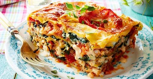 """Lasagne mit """"Blumenkohlhack"""" und Spinat"""