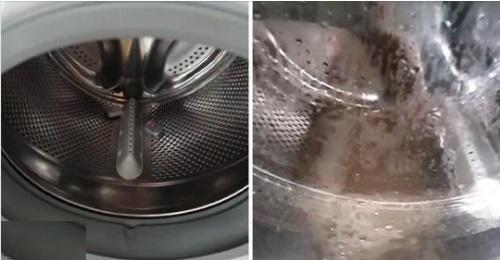 Frau zeigt mit zwei Spülmaschinentabs, wie schmutzig eine Waschmaschine sein kann