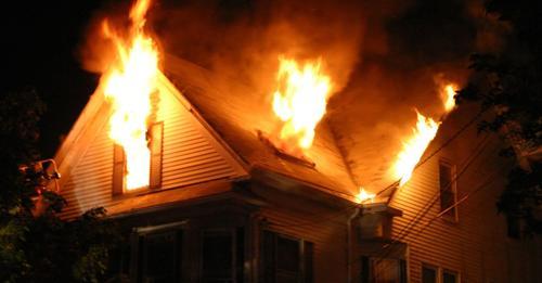 13-jähriger Bruder rettet alle vier Schwestern aus gefährlichem Brand im Elternhaus