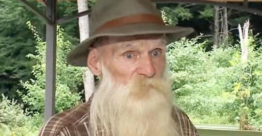 Ein 81-jähriger Mann wird aus dem Wald vertrieben, nachdem er fast drei Jahrzehnte lang in einer Hütte